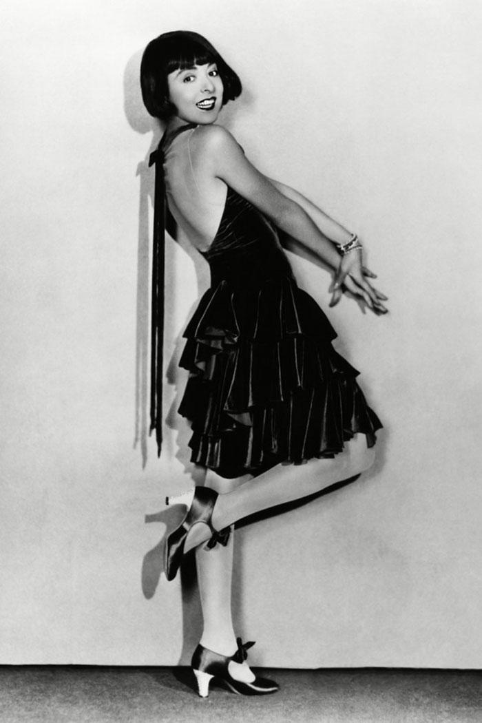 western-modern-fashion-1920s-women-dress-clothing-style (9)