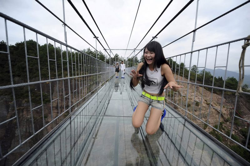 worlds-longest-glass-walkway-bridge-china (1)