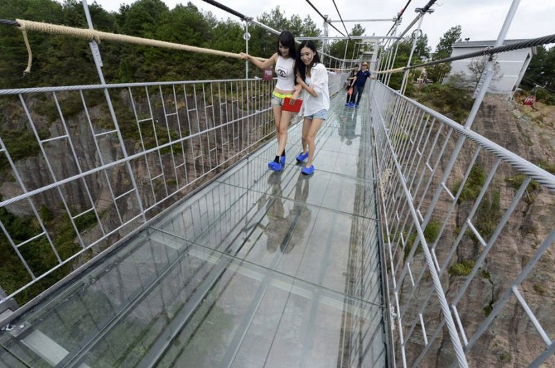 worlds-longest-glass-walkway-bridge-china (3)