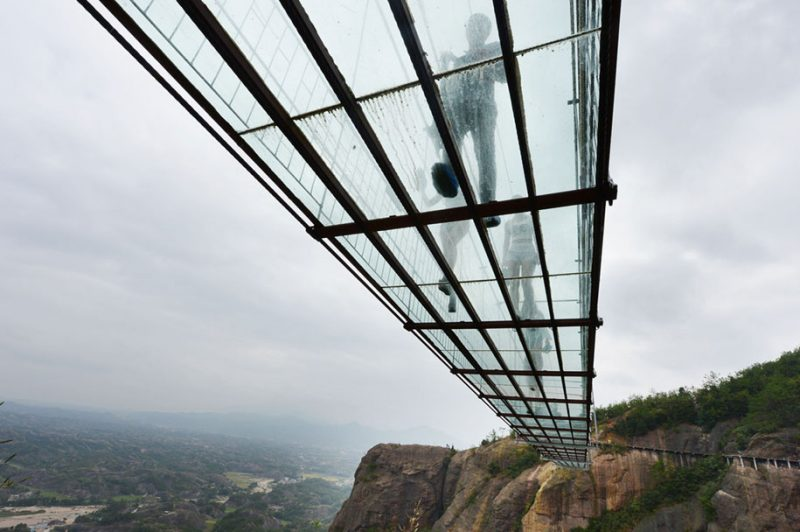worlds-longest-glass-walkway-bridge-china (6)