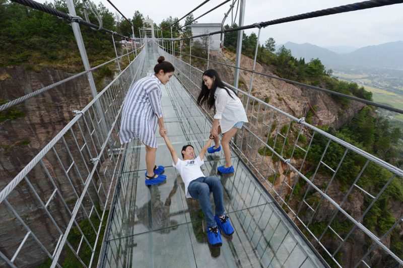 worlds-longest-glass-walkway-bridge-china (7)