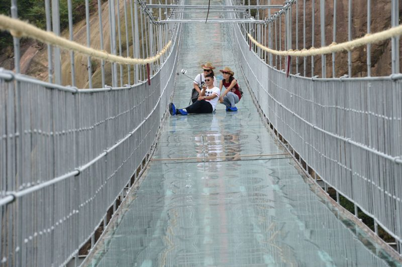 worlds-longest-glass-walkway-bridge-china (8)