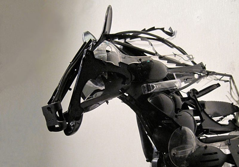 animals-sculptures-in-motion-made-of-reclaimed-plastic-objects (10)