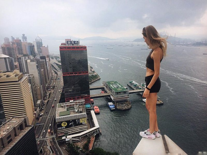 crazy-dangerous-selfies-russia-girl-edge-skyscrapes (1)