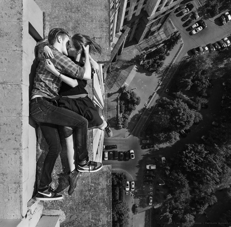 crazy-dangerous-selfies-russia-girl-edge-skyscrapes (10)