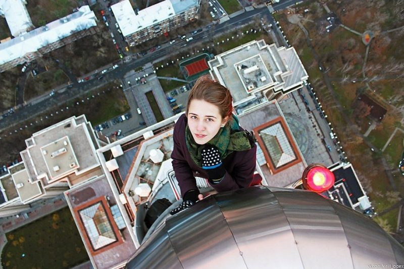 crazy-dangerous-selfies-russia-girl-edge-skyscrapes (12)