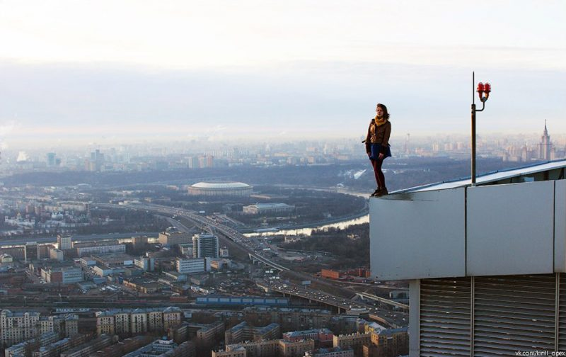 crazy-dangerous-selfies-russia-girl-edge-skyscrapes (13)