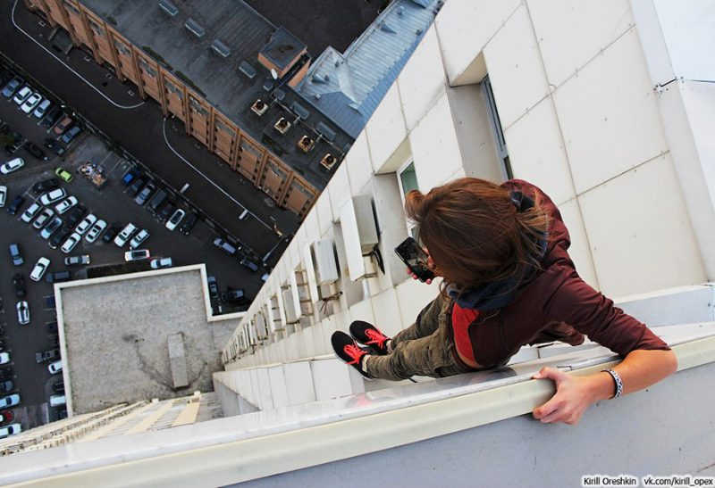 crazy-dangerous-selfies-russia-girl-edge-skyscrapes (14)