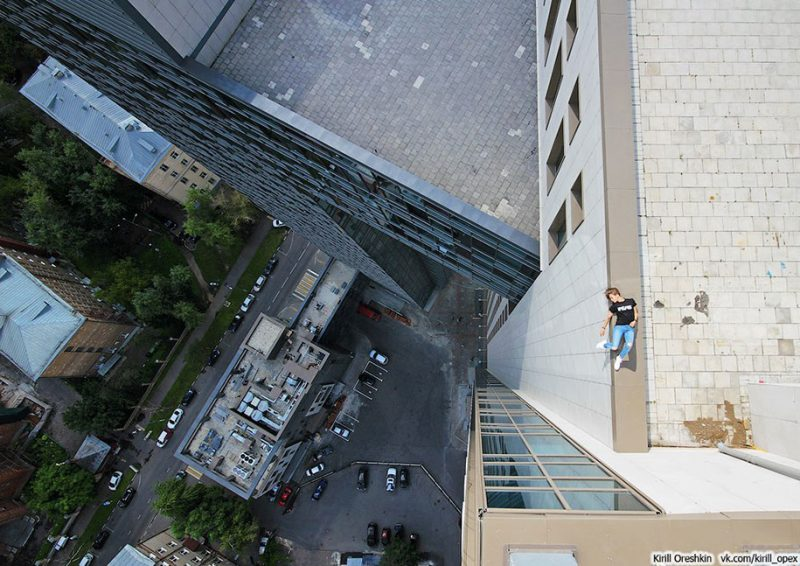 crazy-dangerous-selfies-russia-girl-edge-skyscrapes (16)