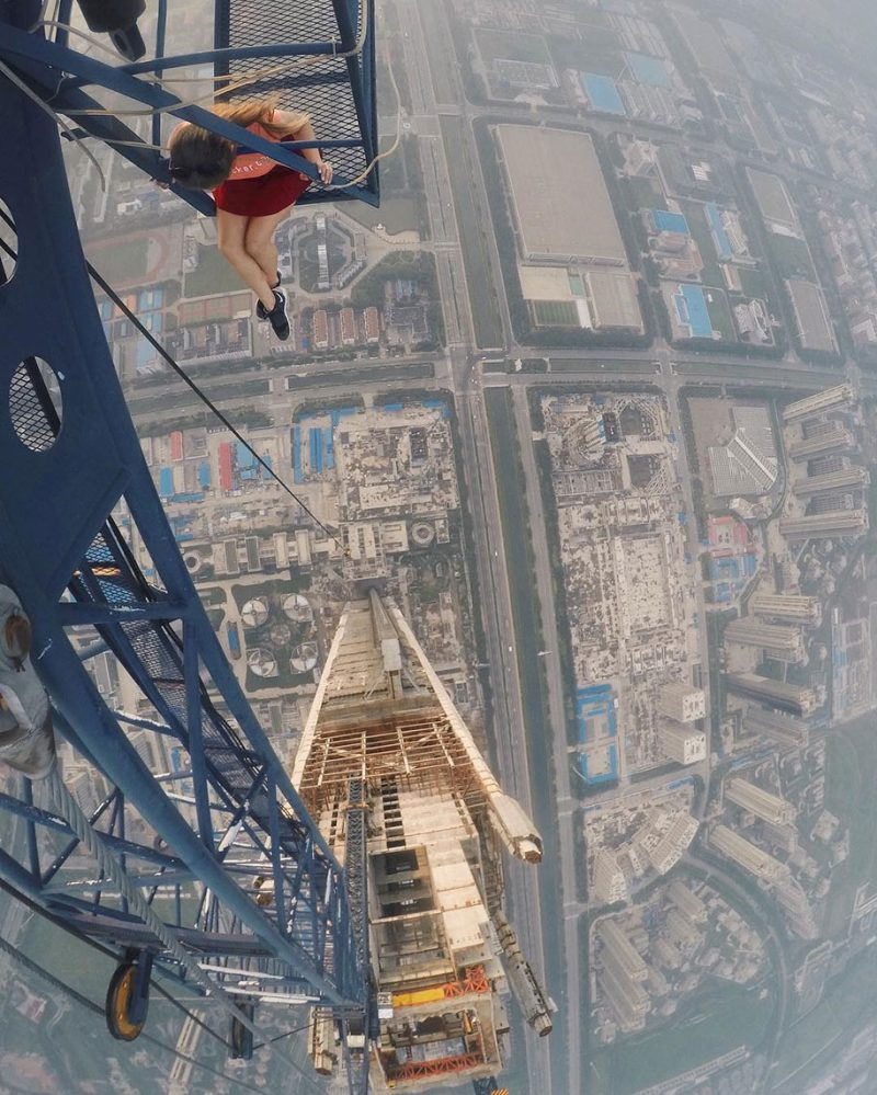 crazy-dangerous-selfies-russia-girl-edge-skyscrapes (2)