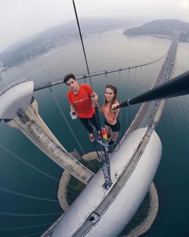 crazy-dangerous-selfies-russia-girl-edge-skyscrapes (3)