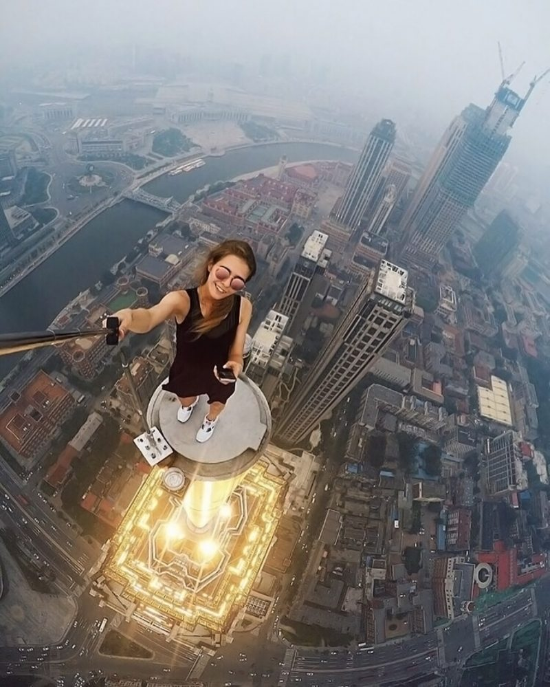 crazy-dangerous-selfies-russia-girl-edge-skyscrapes (5)