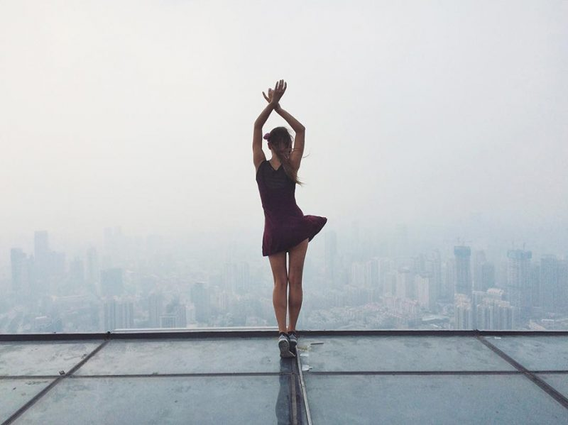 crazy-dangerous-selfies-russia-girl-edge-skyscrapes (7)