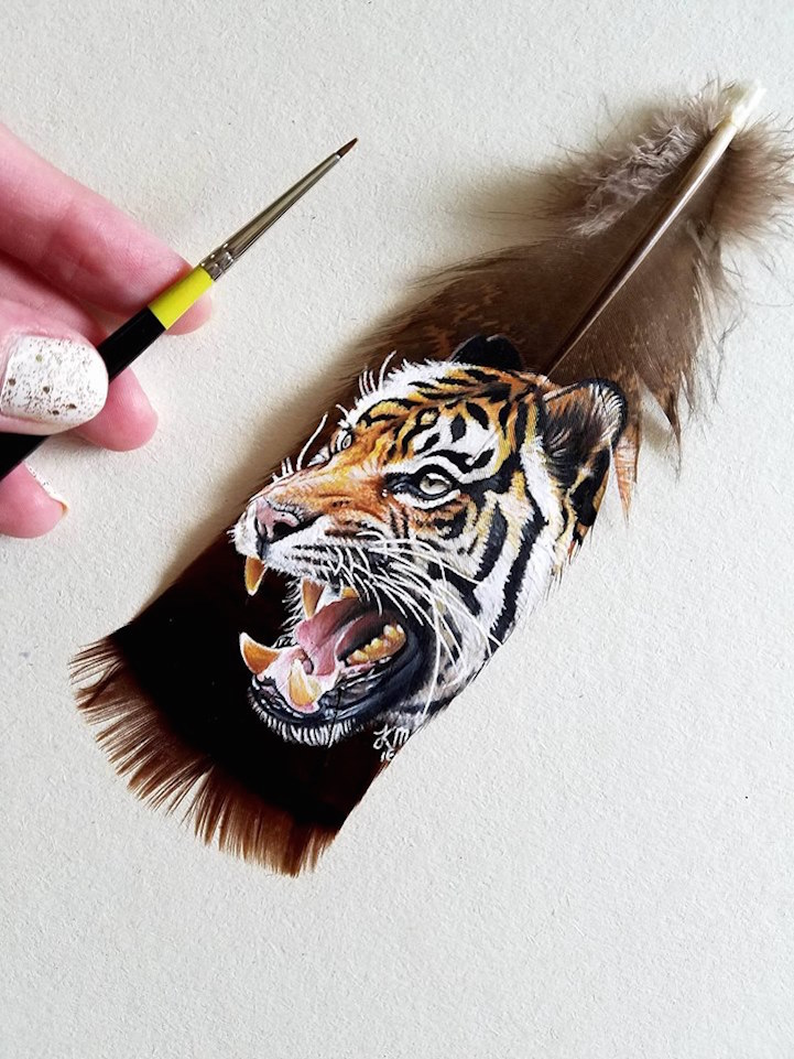 Detailed pet portraits painted on feathers for Painting feathers on canvas