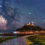 Amazingly gorgeous pictures of galaxy sparkling over St Michael's Mount in Cornwall