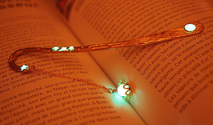 beautiful-bookmarks-glow-in-the-dark-11