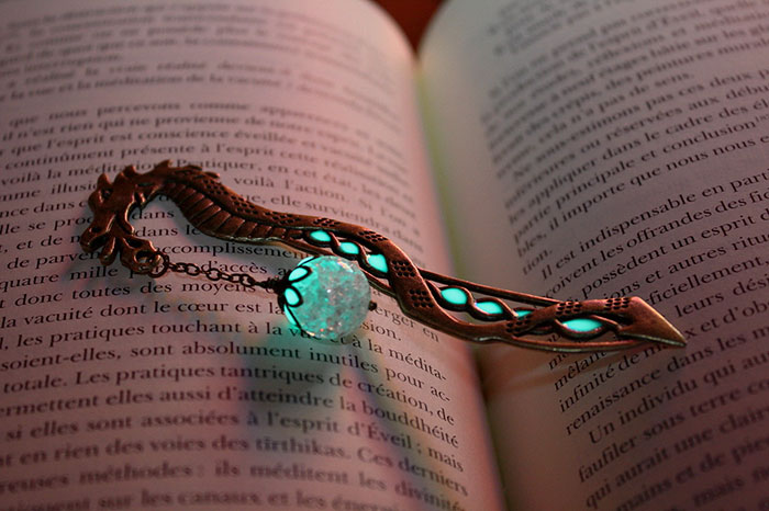 beautiful-bookmarks-glow-in-the-dark-3