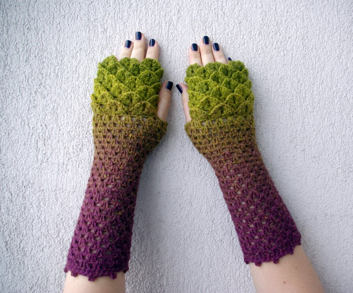 beautiful-crochet-dragon-wool-gloves-1