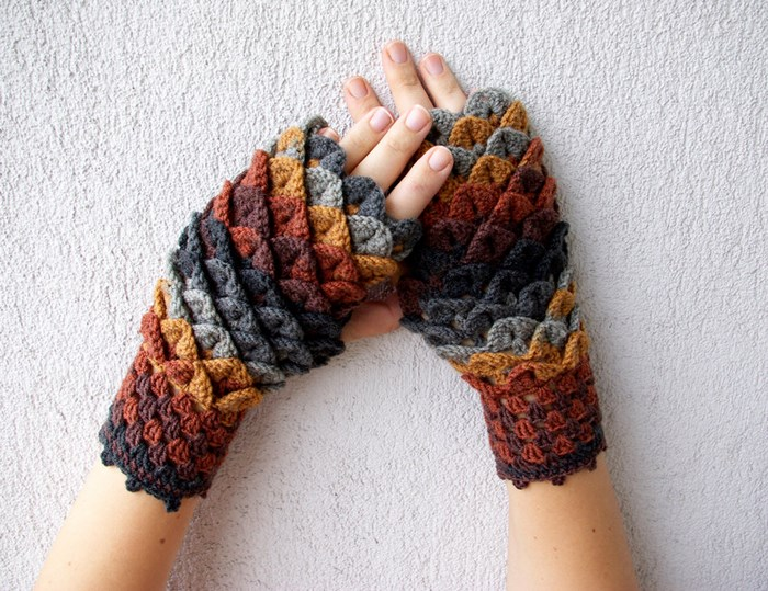 beautiful-crochet-dragon-wool-gloves-8