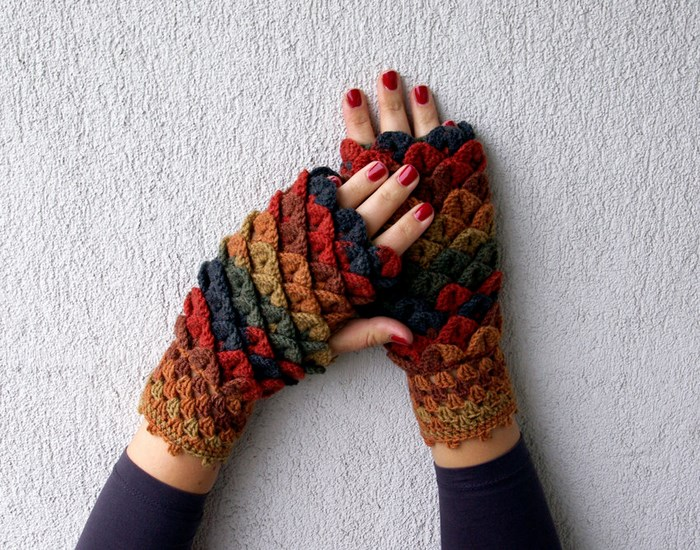 beautiful-crochet-dragon-wool-gloves-9