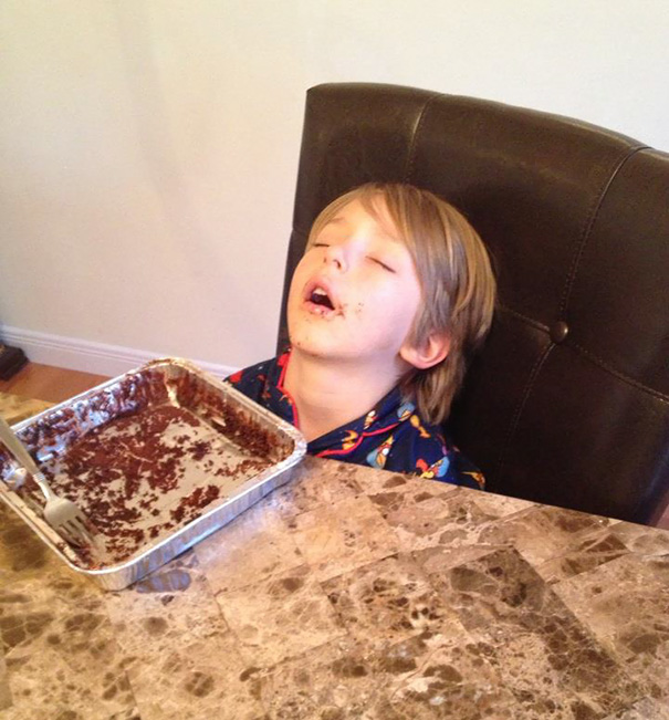 funny-children-kids-sleeping-anywhere-pictures-1