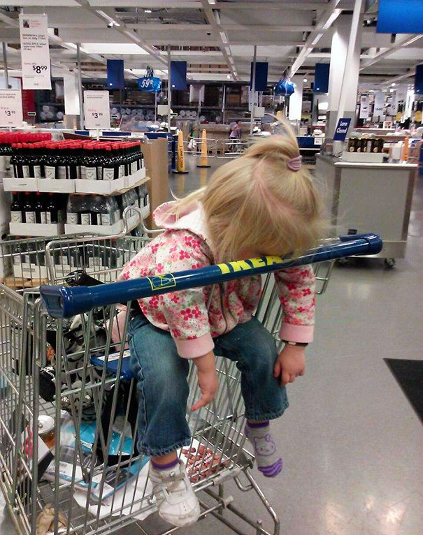funny-children-kids-sleeping-anywhere-pictures-10