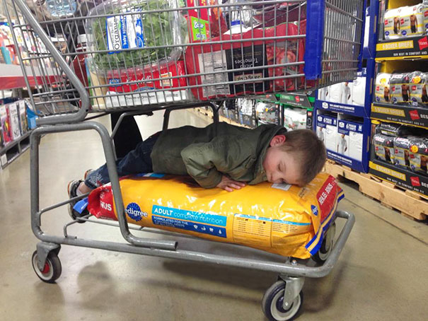funny-children-kids-sleeping-anywhere-pictures-11