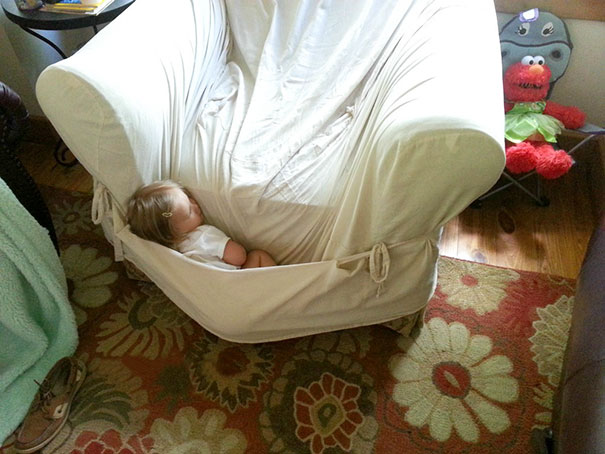 funny-children-kids-sleeping-anywhere-pictures-12