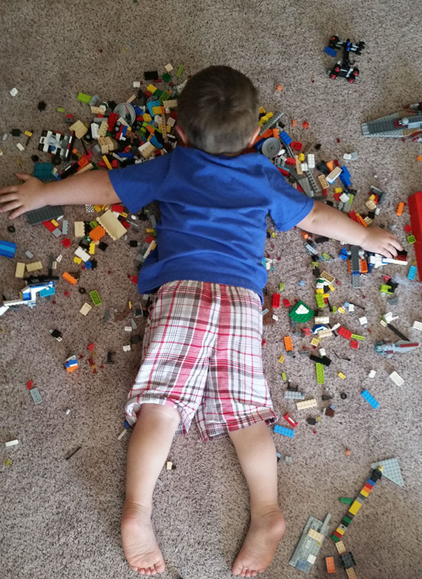 funny-children-kids-sleeping-anywhere-pictures-18
