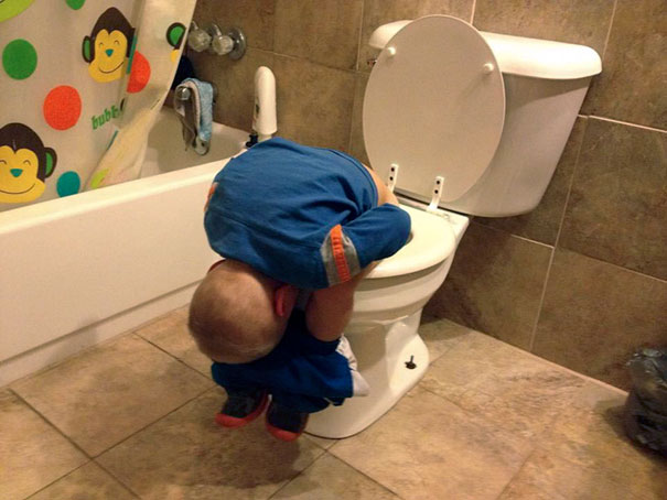 funny-children-kids-sleeping-anywhere-pictures-19