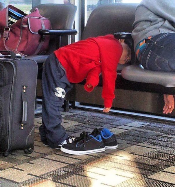 funny-children-kids-sleeping-anywhere-pictures-2