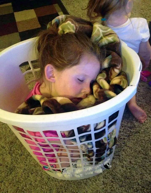 funny-children-kids-sleeping-anywhere-pictures-20