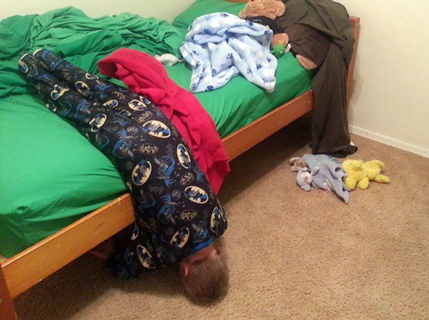 funny-children-kids-sleeping-anywhere-pictures-21