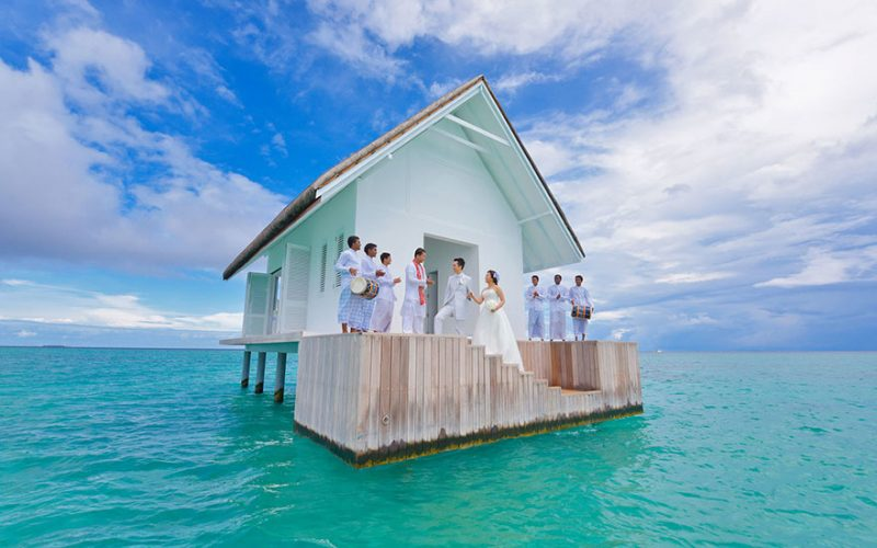 romantic-overwater-wedding-pavilion-maldives (1)