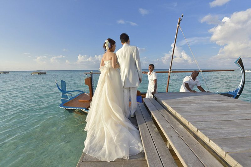 romantic-overwater-wedding-pavilion-maldives (2)