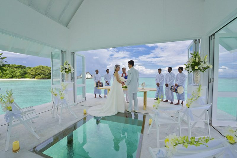 romantic-overwater-wedding-pavilion-maldives (3)
