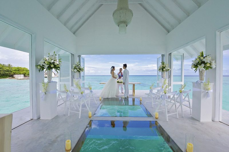 romantic-overwater-wedding-pavilion-maldives (4)