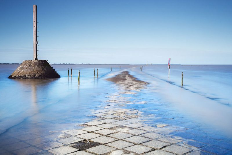 tide-submerge-road-passage-du-gois-france-2