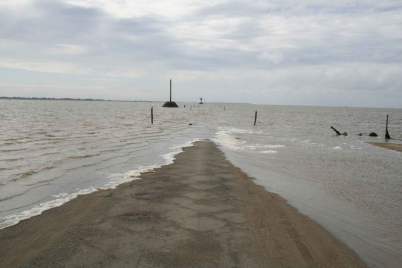 tide-submerge-road-passage-du-gois-france-4