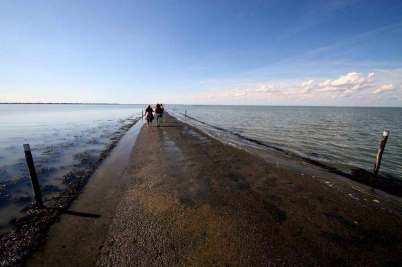 tide-submerge-road-passage-du-gois-france-6