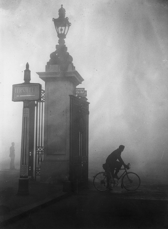 vintage-old-black-white-photographs-120th-century-london-fog-10