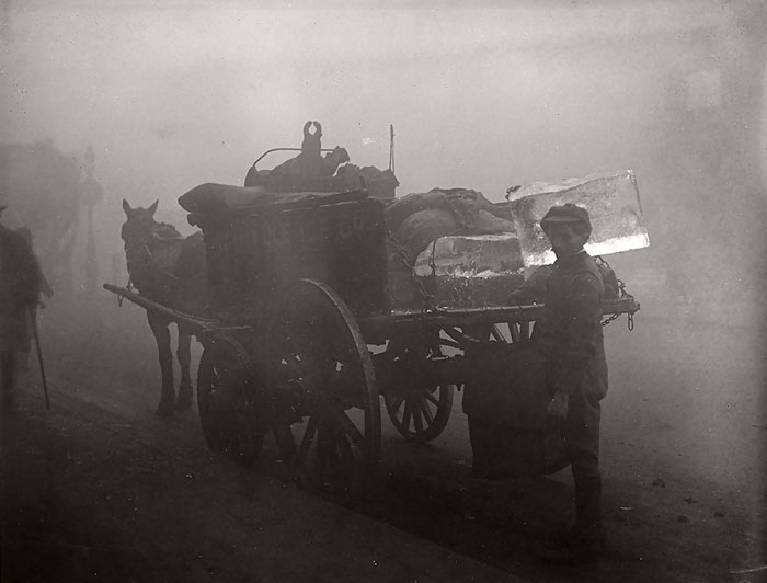 vintage-old-black-white-photographs-120th-century-london-fog-13