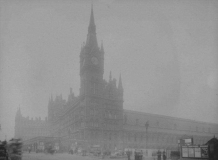 vintage-old-black-white-photographs-120th-century-london-fog-14