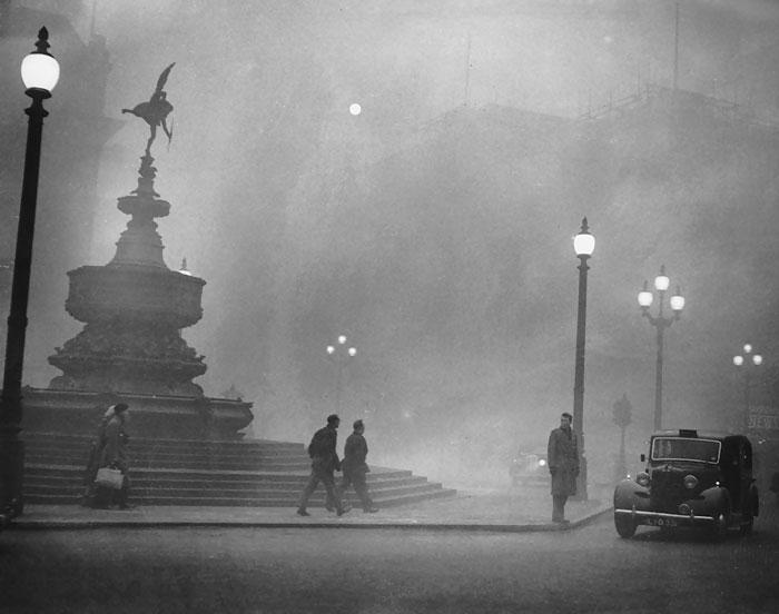 vintage-old-black-white-photographs-120th-century-london-fog-16