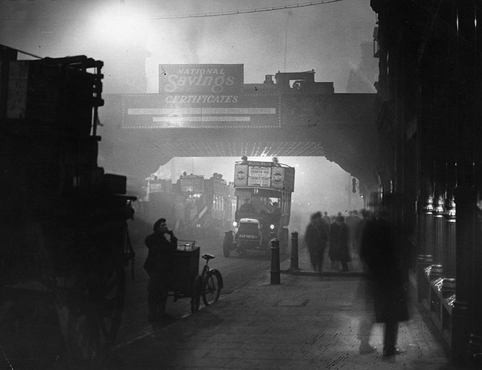 vintage-old-black-white-photographs-120th-century-london-fog-17
