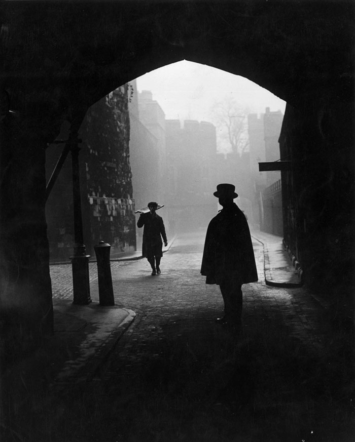 vintage-old-black-white-photographs-120th-century-london-fog-9