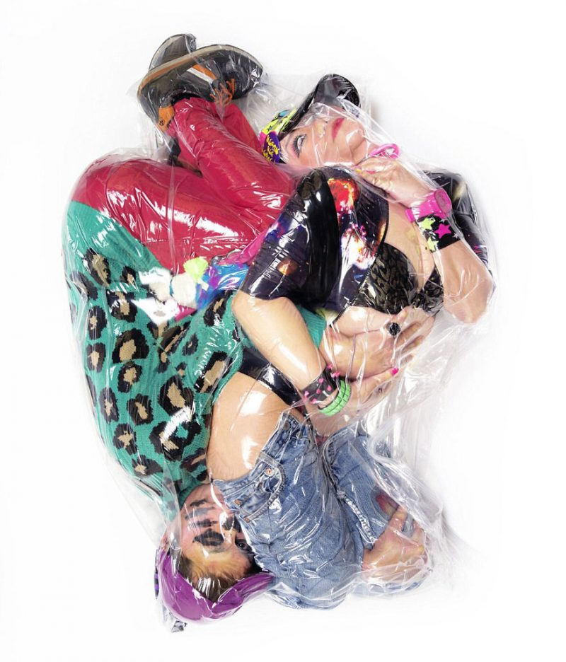 weird-photographs-couples-wraped-up-in-vacuum-plastic-bags-1