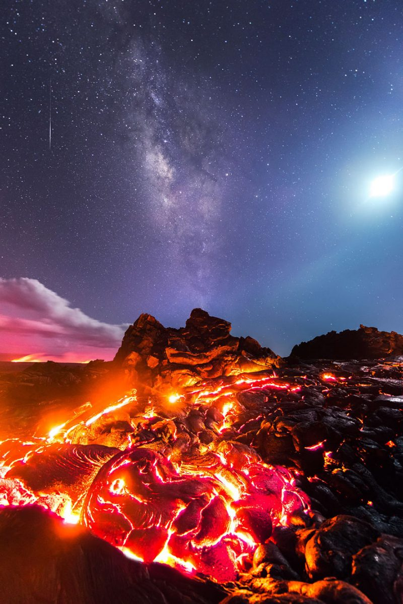 amazing-photograph-lava-milky-way-meteor-moon-hawaii-1