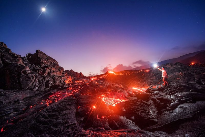 amazing-photograph-lava-milky-way-meteor-moon-hawaii-2