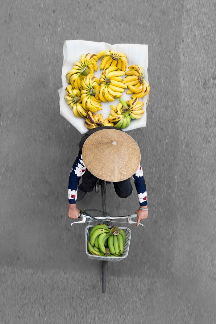 beautiful-photos-vietnam-street-vendors-overhead-1
